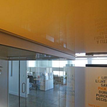 Натяжной потолок в офисе. Интересные и практичные решения